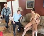 Il offre sa femme � un hardeur pour se faire plaisir
