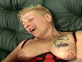 Vieille femme fontaine tatouée se fait défoncer !